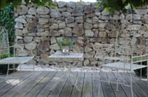 Trockenmauer oder Steinmauer